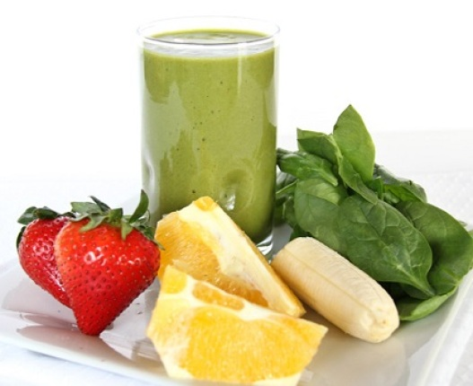 spicy-pear-spinach-and-strawberry-smoothie